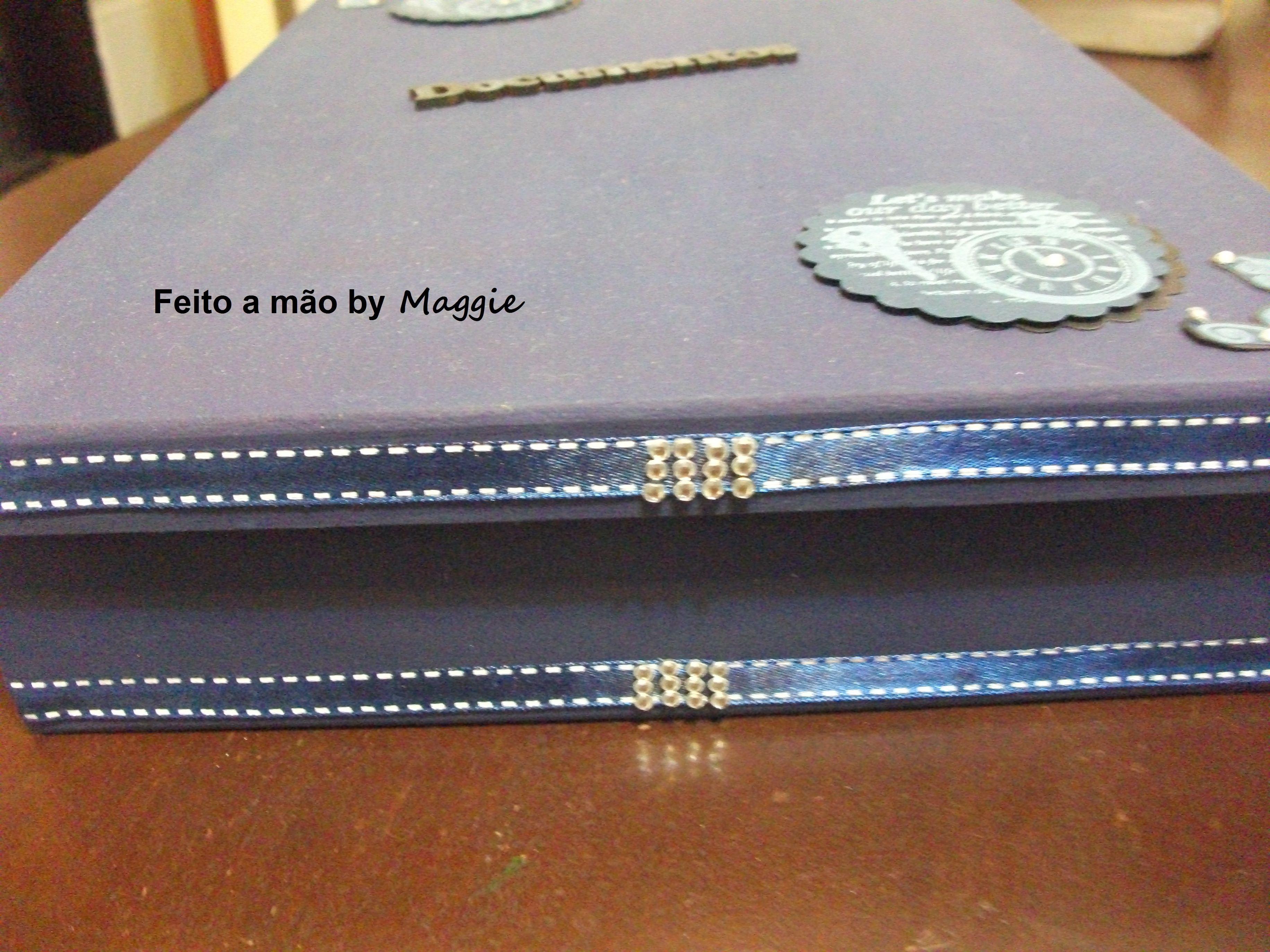 Caixa em MDF para guardar documentos - masculina - decorada com arabescos e fita de cetim azul.