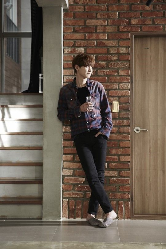 Chanyeol - 150522 'EXO Next Door' promotional image Credit: Naver. ('우리 옆집에 엑소가 산다')