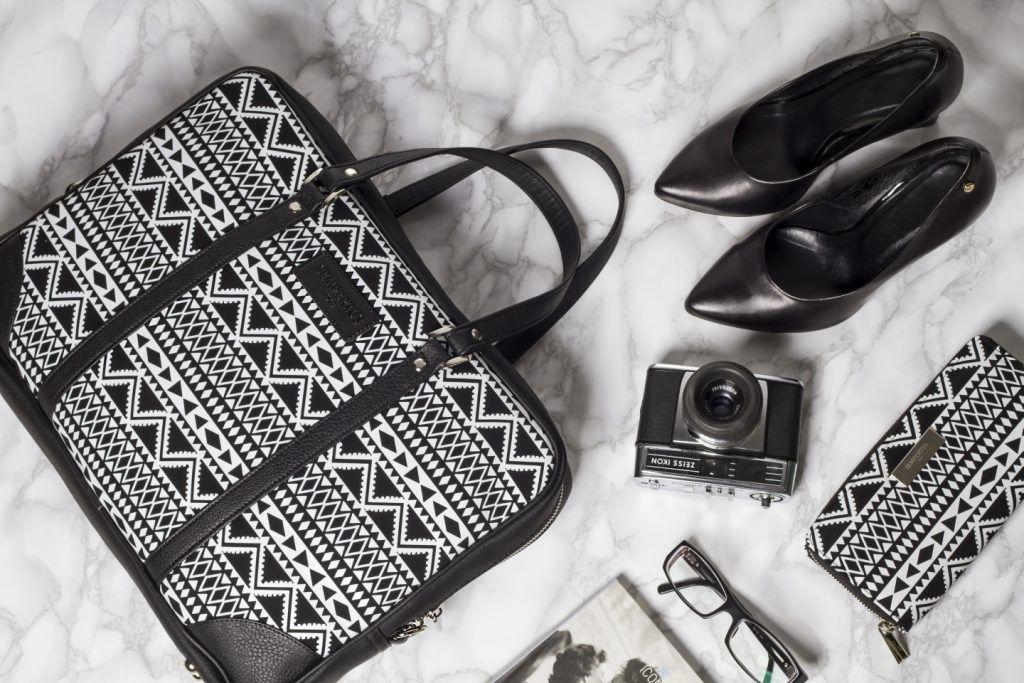 Skorzane Torby I Akcesoria Przydatne Nie Tylko W Podrozy Inspiracje Modowe Blog Modowy Modoweinspiracje Pl Bags Tote Bag Tote