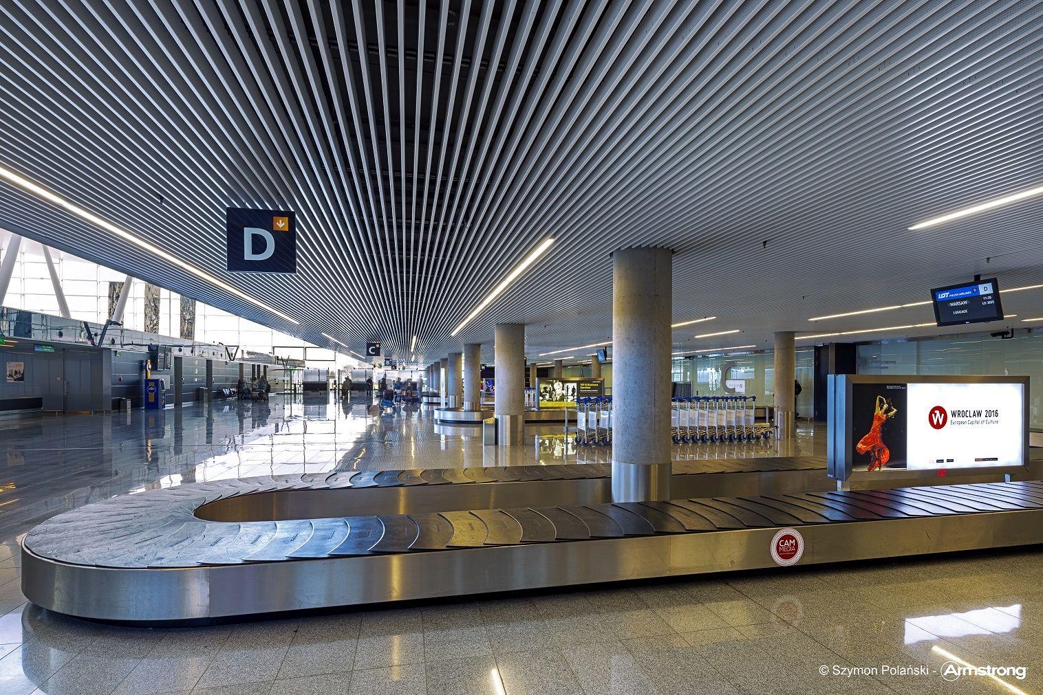 Lotnisko Wroclaw Armstrong Sufity Podwieszane Sufit Akustyczny