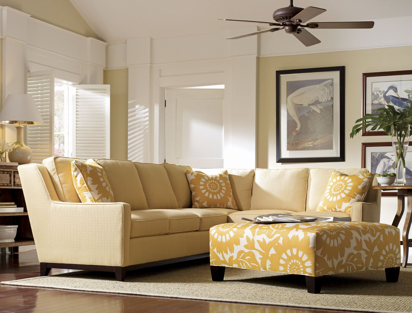 I like the neutral walls with the yellow accents home for Ecksofa yellow