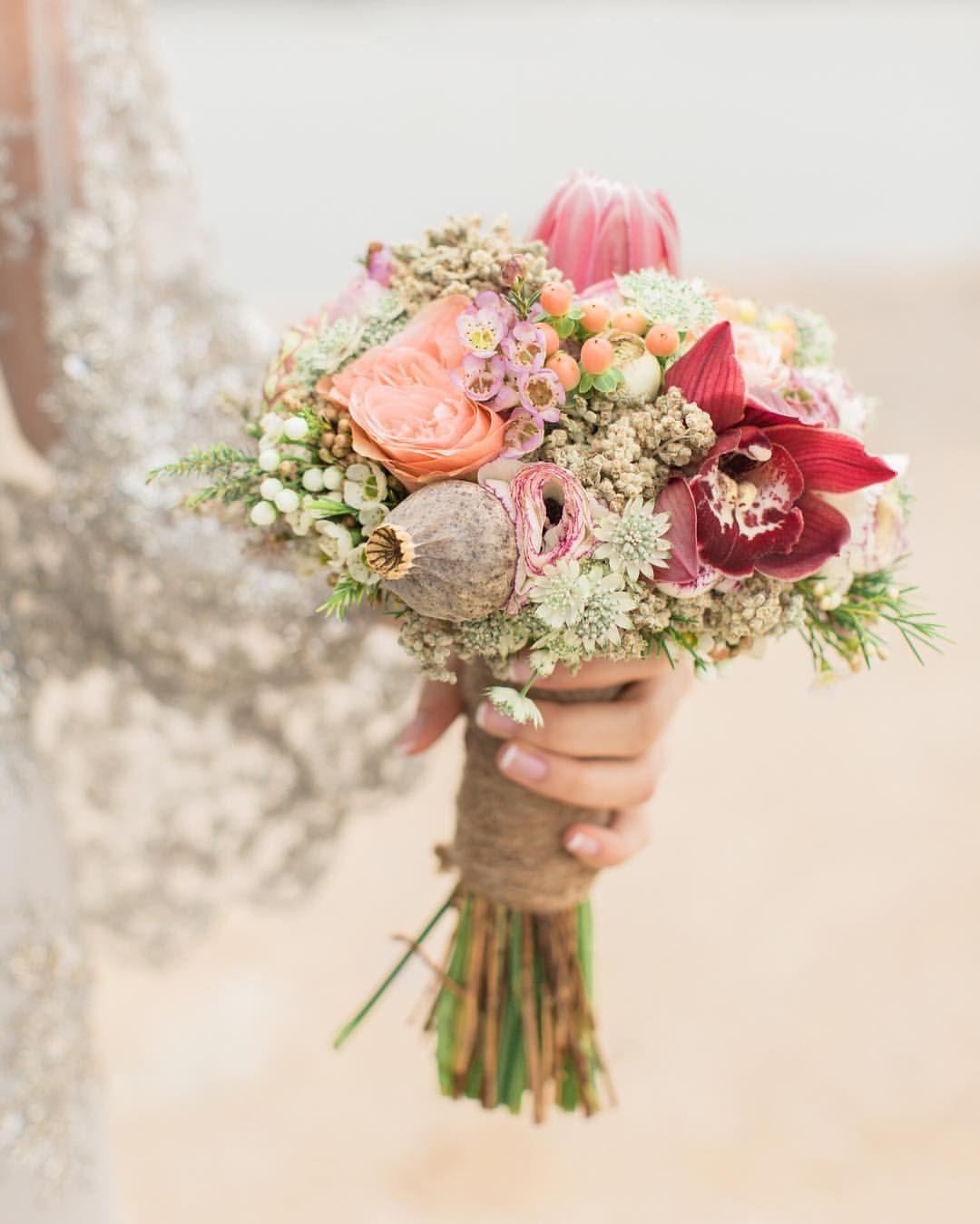 "Instagram'da Weddings | Events : ""En güzel detaylardan  #details #lutfiyemahmut #engagement Buket  @yunuskarma ——— #gelinbuketi #floraldesign #dugunfotografcisi #weddingphotography #fineartwedding #yunuskarma"""