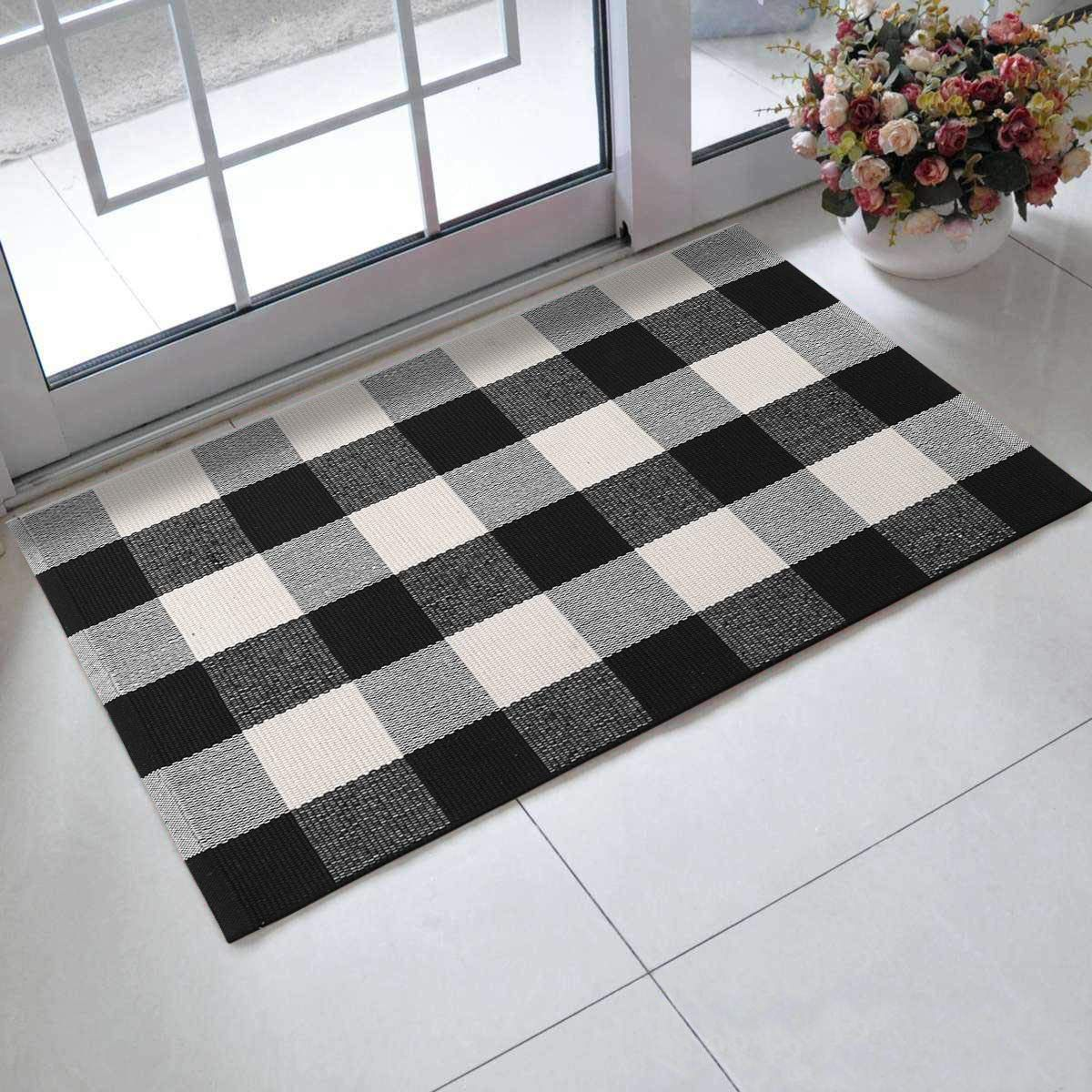 Leevan Cotton Buffalo Plaid Rugs 24 X 35 Checkered Gingham Rug Washable Woven Outdoor Porch Welcome Braided Door Mat For L In 2020 Throw Carpet Plaid Rug Outdoor Porch