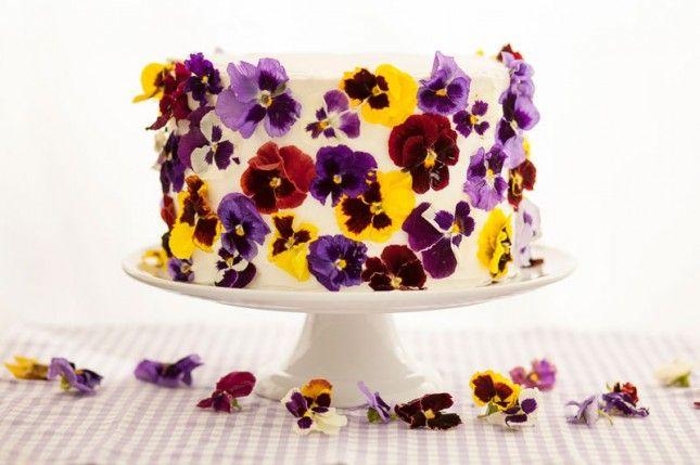 Iets te vieren? Decoreer je taart met eetbare bloemen!