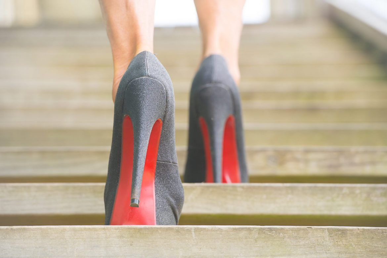 High Heels Training: Lerne auf hohen Schuhen laufen WOMZ