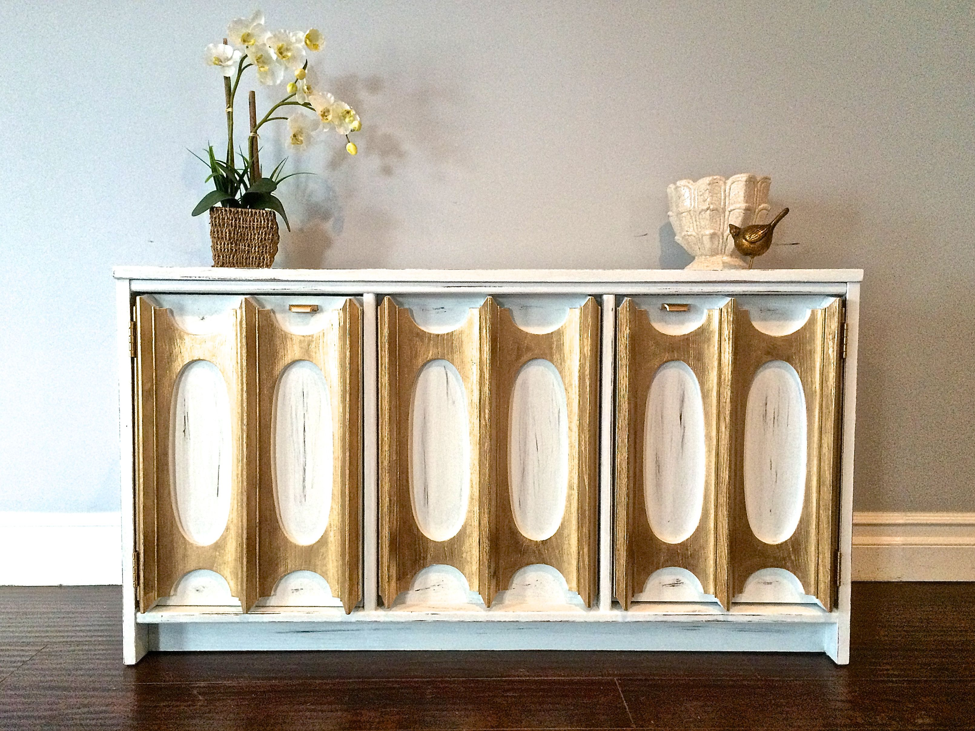 Shabby Chic White & Gold Leaf Sideboard Sofa Table $350 SOLD