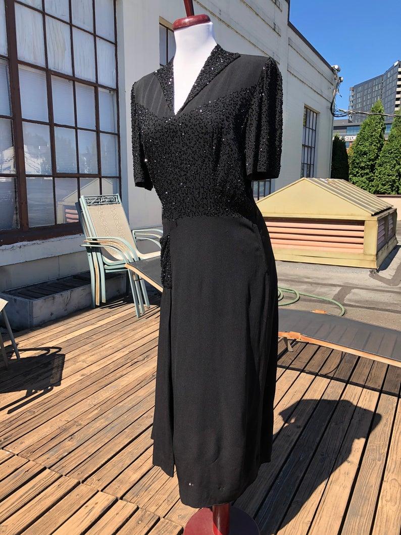 1940s Black Rayon Crepe Short Sleeve Dress 40s True Vintage Etsy In 2021 Short Sleeve Dresses Grunge Dress Dresses 40s [ 1059 x 794 Pixel ]