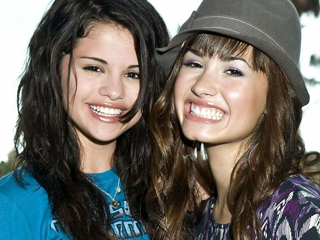 Selena Gomez And Demi Lovato Nude  Selena Wallpaper -4503