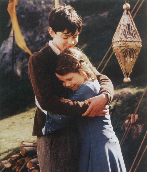 AWWW! :D It has been said that Skandar Keynes never liked hugs at a young age. This is sweet.