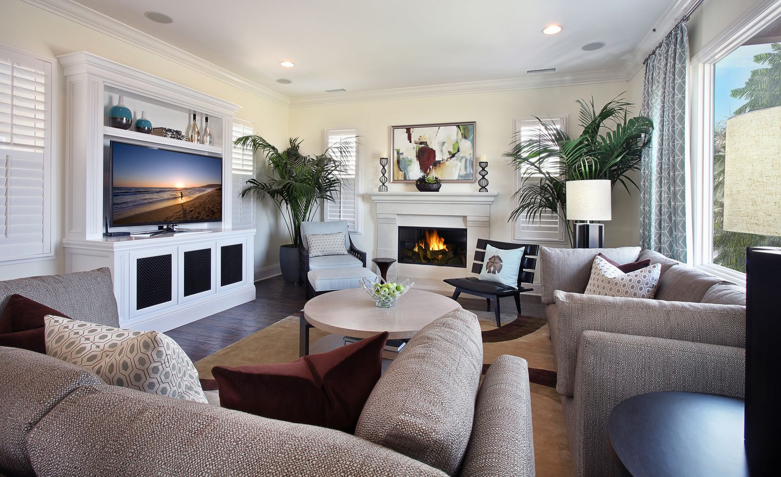 White Living Room Interior Decorating Ideas With Flat Screen Tv