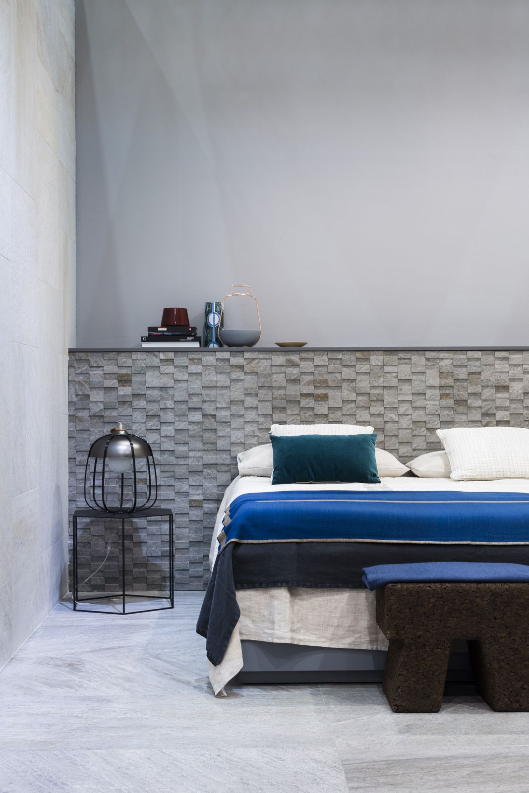 MarinaC bespoke linen bed set  and throw for #Ragno Marazzi - ph, Mattia Iotti . styling Marta Meda