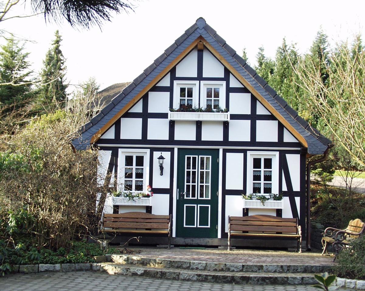Gartenhaus Fachwerk Echtes Fachwerk Mit Schlafraum Im Dach Kuche Im Eg Landhaus Gartenhaus Bausatz Fachwerkhauser Haus