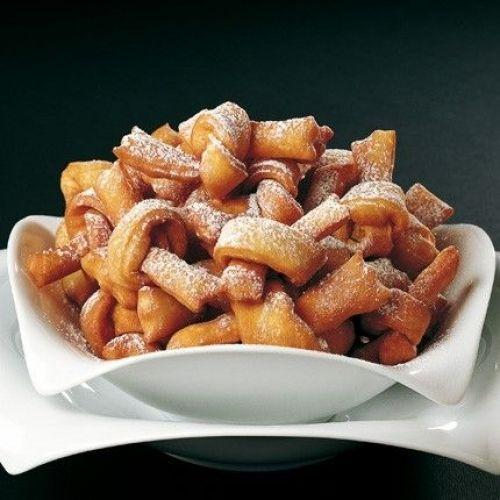 Dolci frittelle diverse dal solito... clicca il link http://www.uovalago.it/rss-blog-interno/item/92-frittelle-a-nodo.html