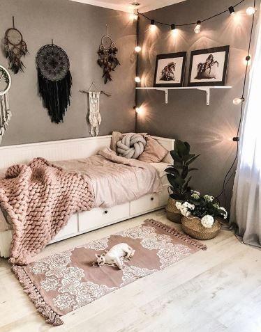 Bedroom of the day 🌸 . . #roomforgirl #bedroomideas #girlsroom #bedroomdesign #homedesign #bedroom #pinkdecor #lovelyinterior #dreamhome #interior4inspo #bedroomgoals #interiorandhome #bedroomdecor
