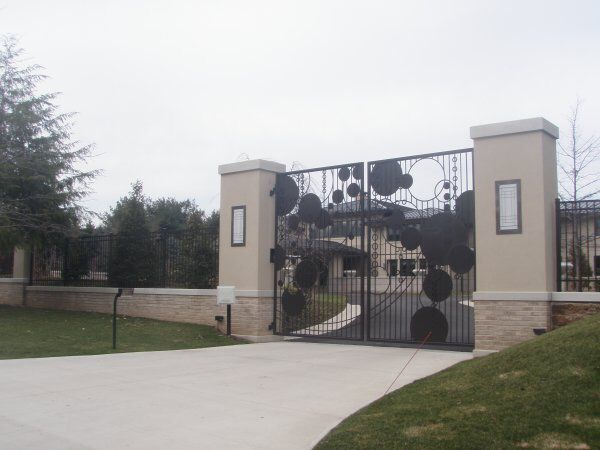 Lebron James Is Home Gates In Cleveland Mansions Lebron House