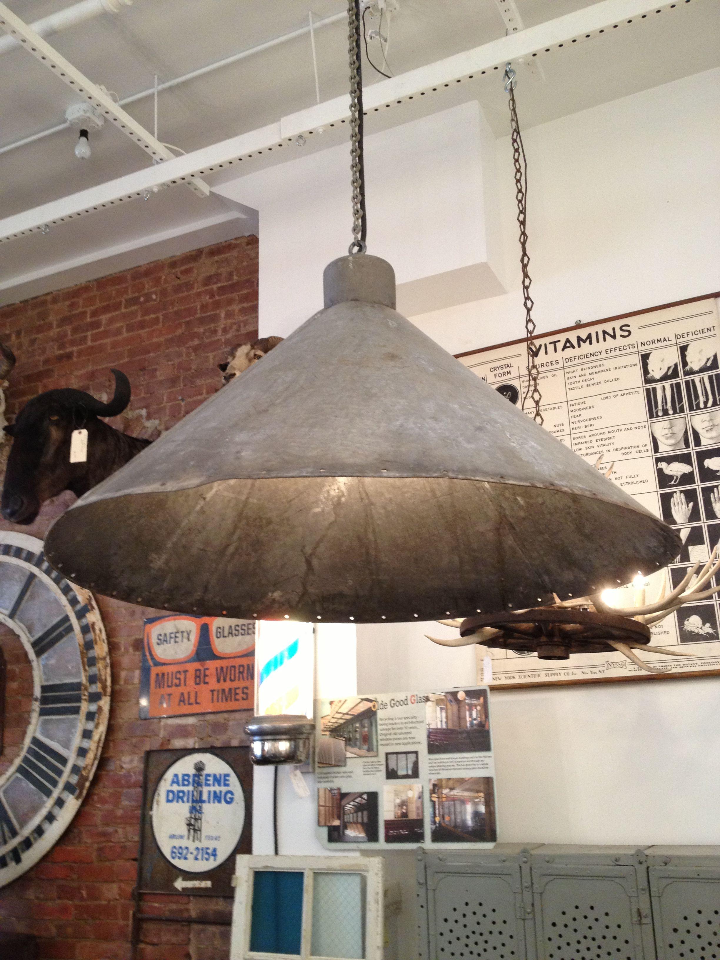 Grote stalen lampenkap voor bijvoorbeeld boven de eettafel.