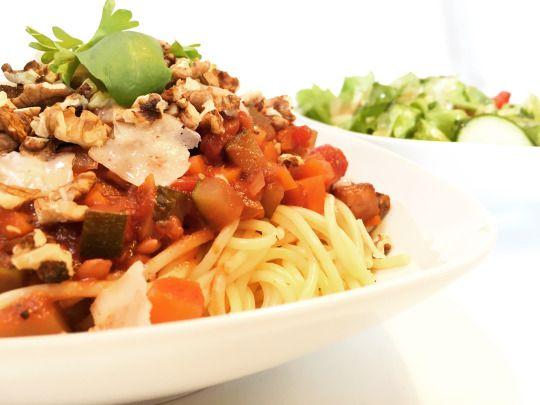 #spaghetti #bolognese #recipe #rezept #kochen #vegetarisch #ohnefleisch #nudeln #frische #selbstgemacht #essen #kochrezept #diet #walnüsse #zucchini  #healthyfood #eathealthy