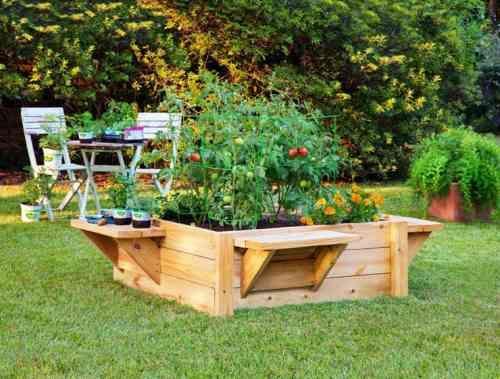 Jardiniere En Palette De Bois Et Jardin Potager Avec Tomates