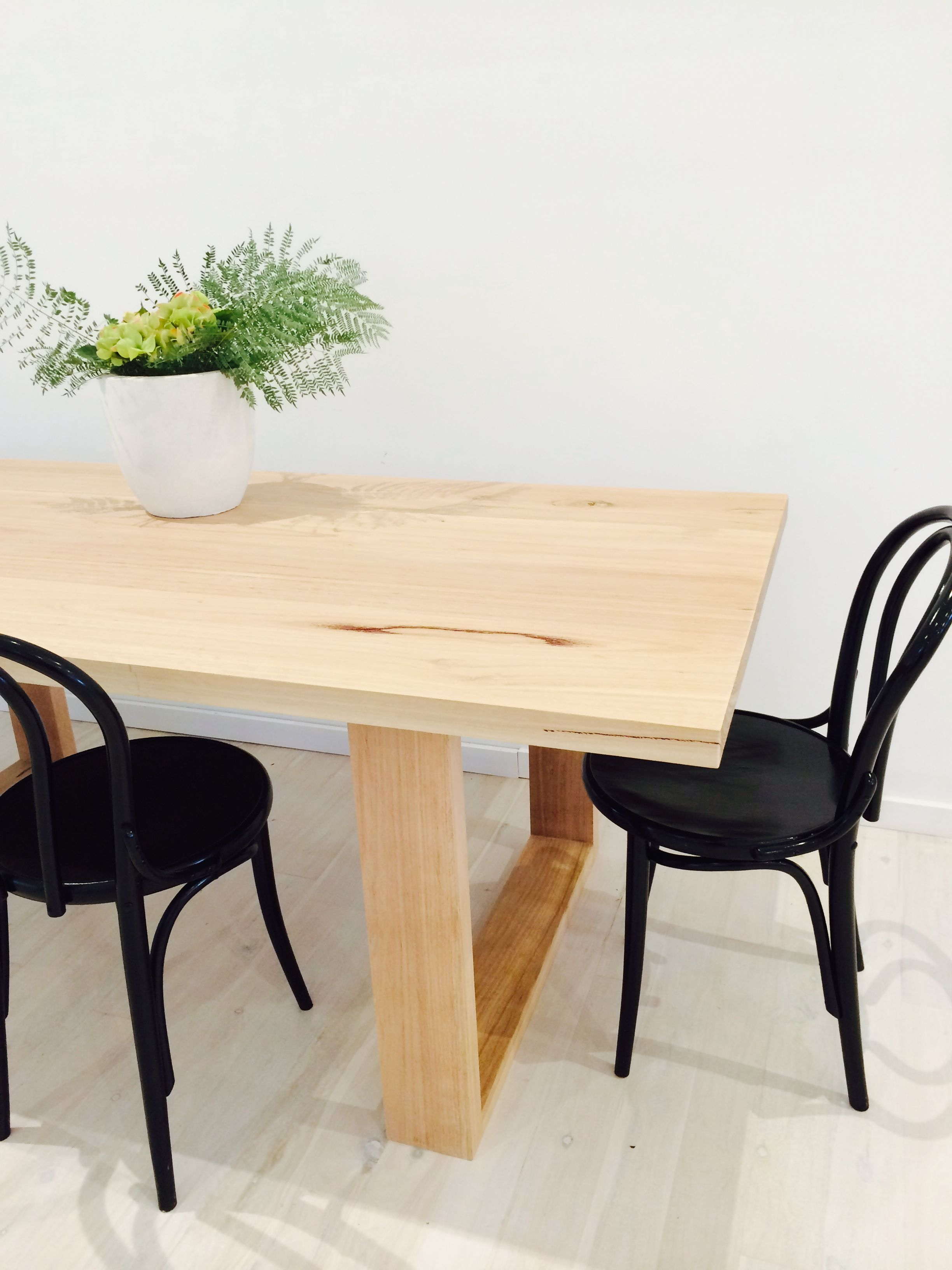 Bentwood chairs white - Black Bentwood Chairs A Stark Contrast Of White Wood Timber With Black Gloss Stunning
