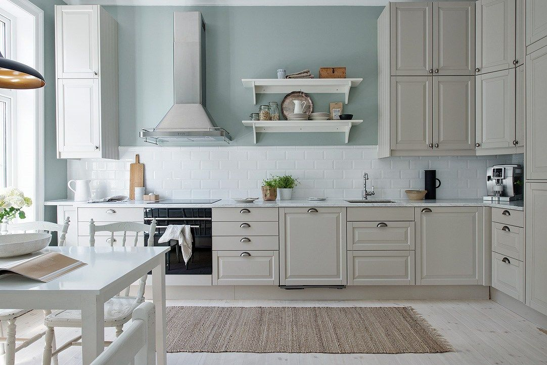 Cocina serena de aire country cocinas cocina renovada for Ikea gabinetes de cocina