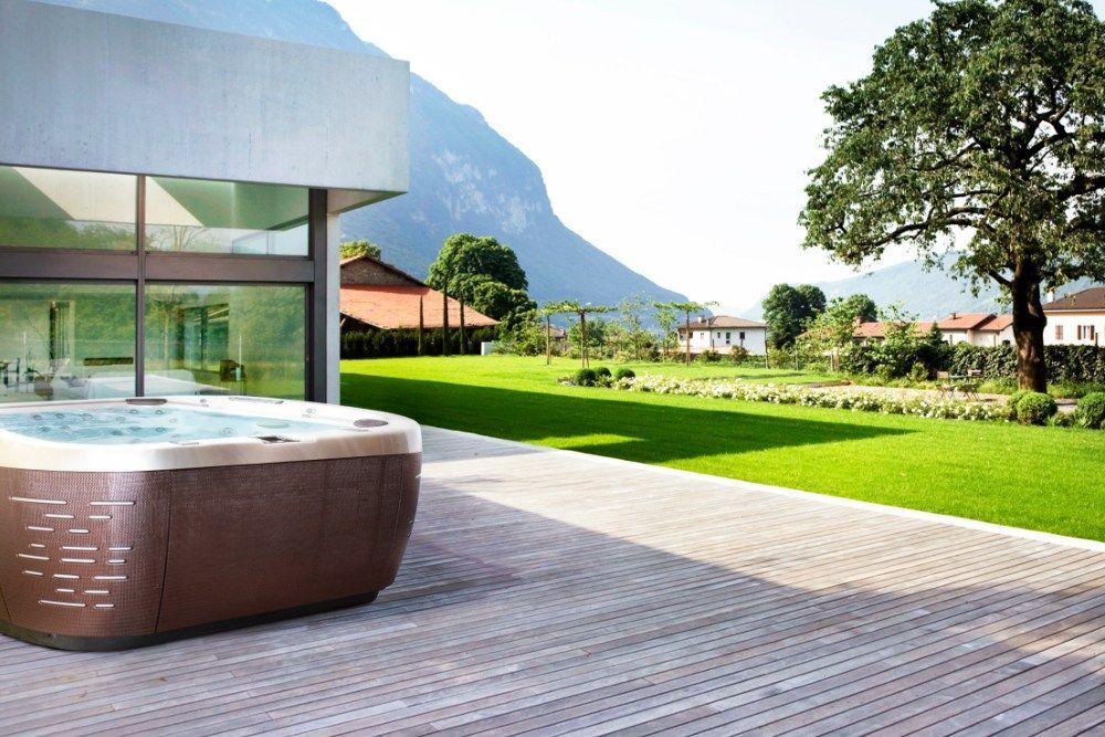 Der beste Platz für einen Whirlpool? Natürlich draußen! Ob im Garten