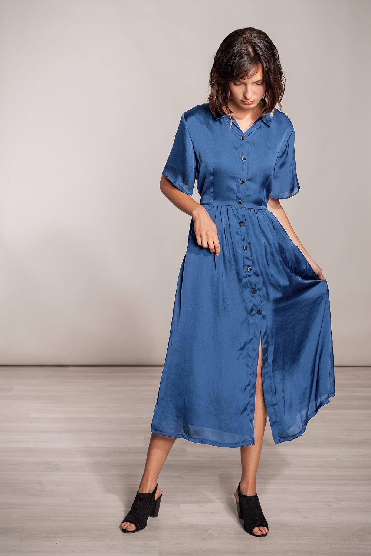 langes kleid blau viskose mit knöpfen von sinweaver