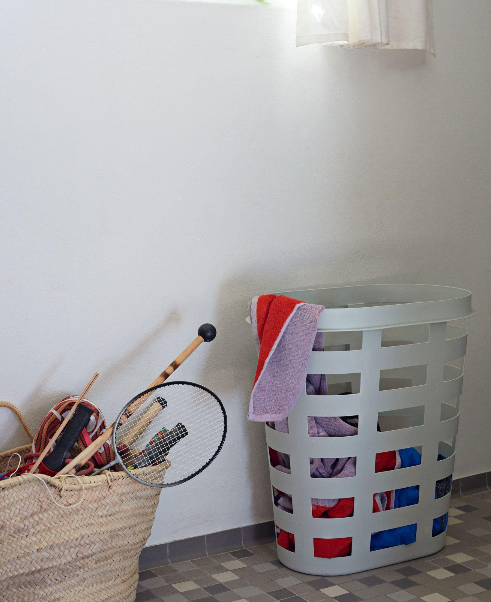Laundry Basket In 2020 Laundry Basket Plastic Laundry Basket