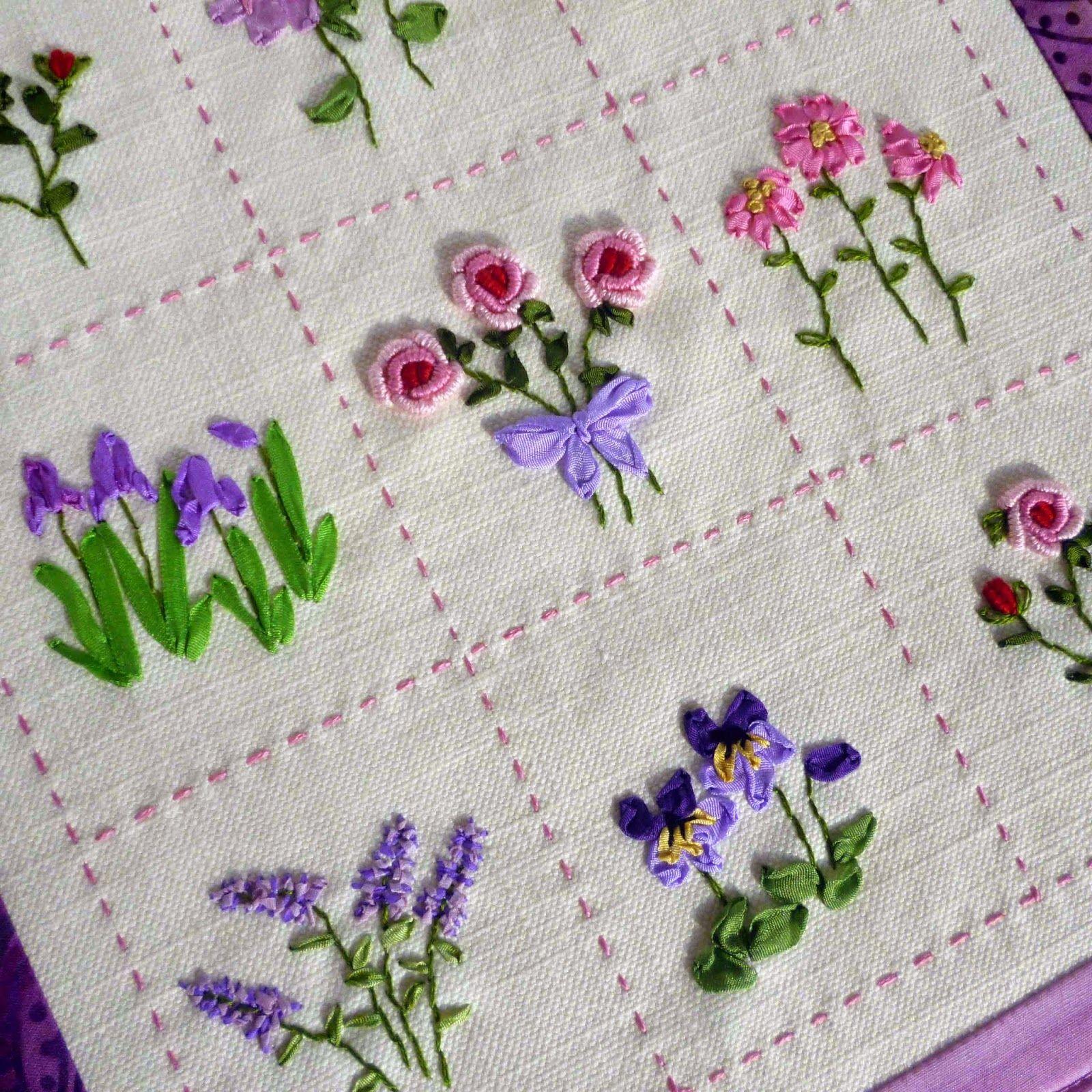 Flores bordadas con cinta por Jane Lightfoot . Ribbon embroideries ...
