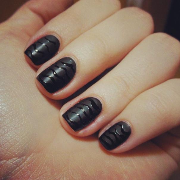 Shiny waves on black matt nail polish ;) #nailart #nailpolish #mattblack #blacknailpolish #naildesing