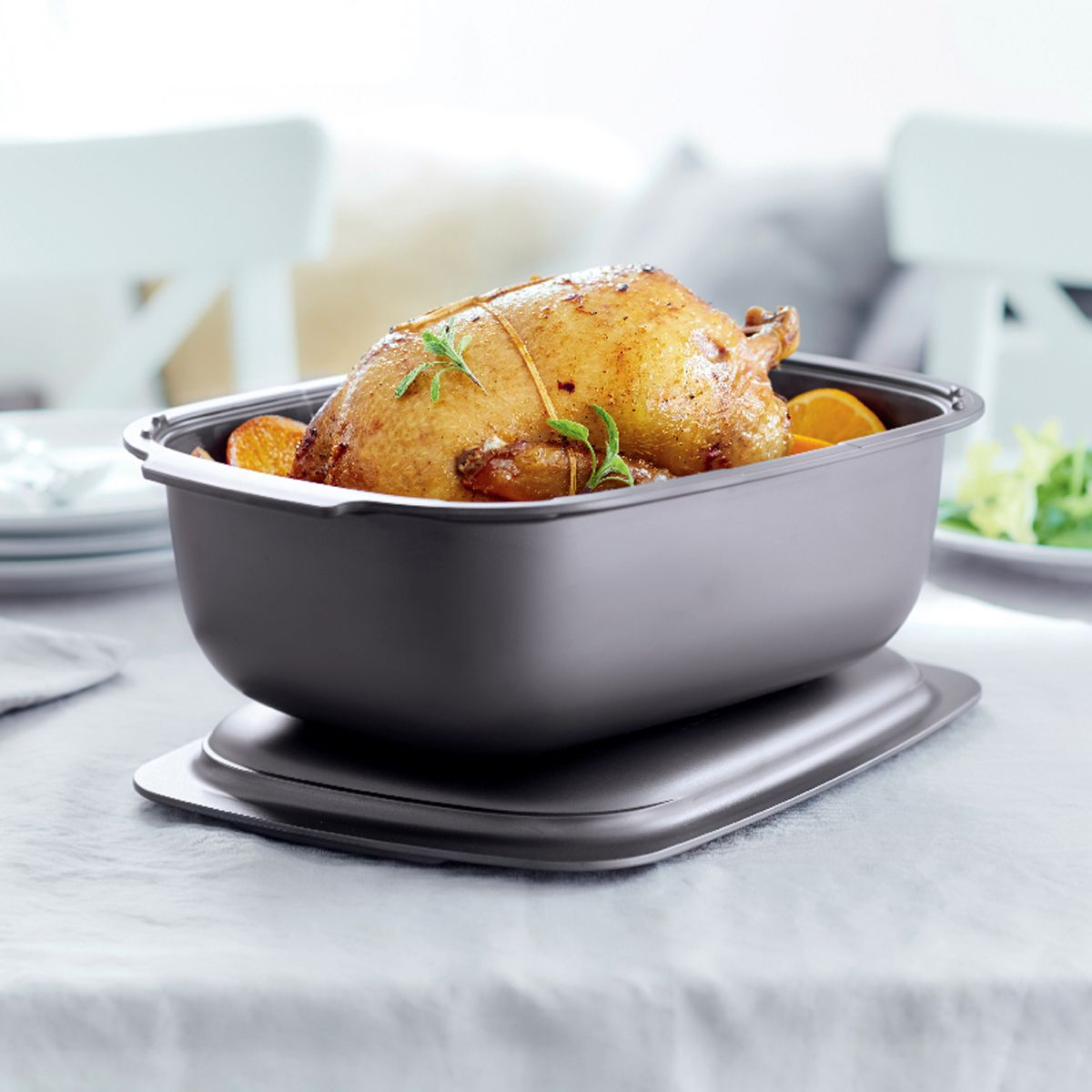 Dinner is served! The UltraPro Roasting Pan brings out the chef in everyone. Enjoy delicious entrees, side dishes, desserts and more in this all-in-one ovenware for the oven, microwave, fridge and freezer.