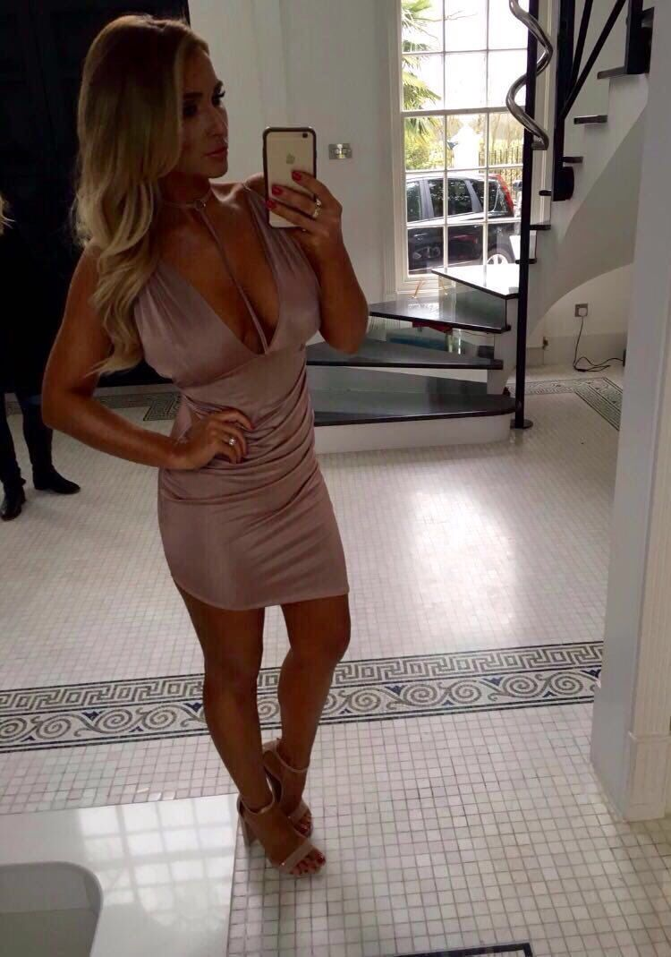 @inthestyleUK : RT @BillieFaiers: Girls you need to get over to @inthestyleuk! This dress from my range is now only 14.99 https://t.co/KiDN2TSPY4  https://t.co/QsPcecdv2H