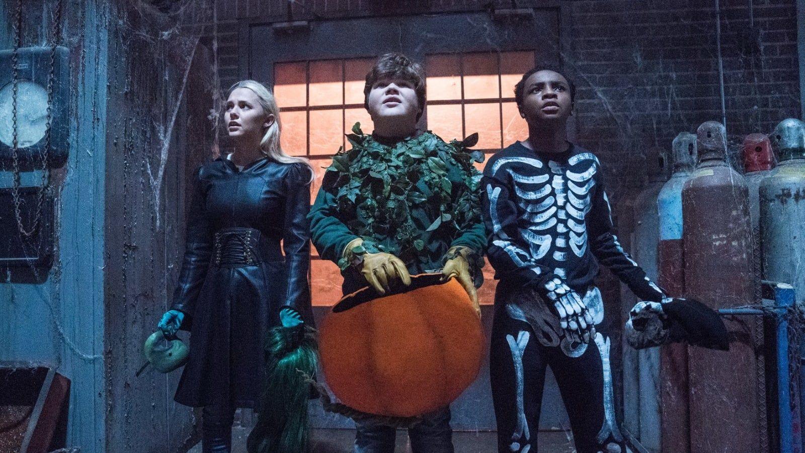 A Horrorregenyironak Van Egy Nagy Titka Fantaziajanak Meghokkento Es Hatborzongato Szulottei Eletre Kelnek K Halloween Full Movie Halloween Movies Goosebumps