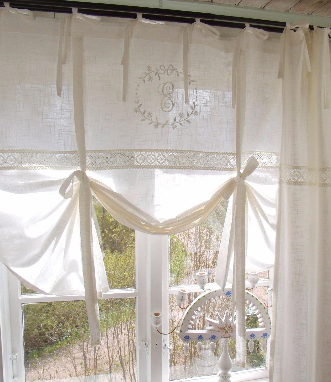 Raff Gardine Emilia Offwhite Bestickt 180x120 Cm Raffrollo Scheibengardine Bandaufhangung Leinenopti In 2020 Gardinen Landhausstil Landhausstil Coole Vorhange