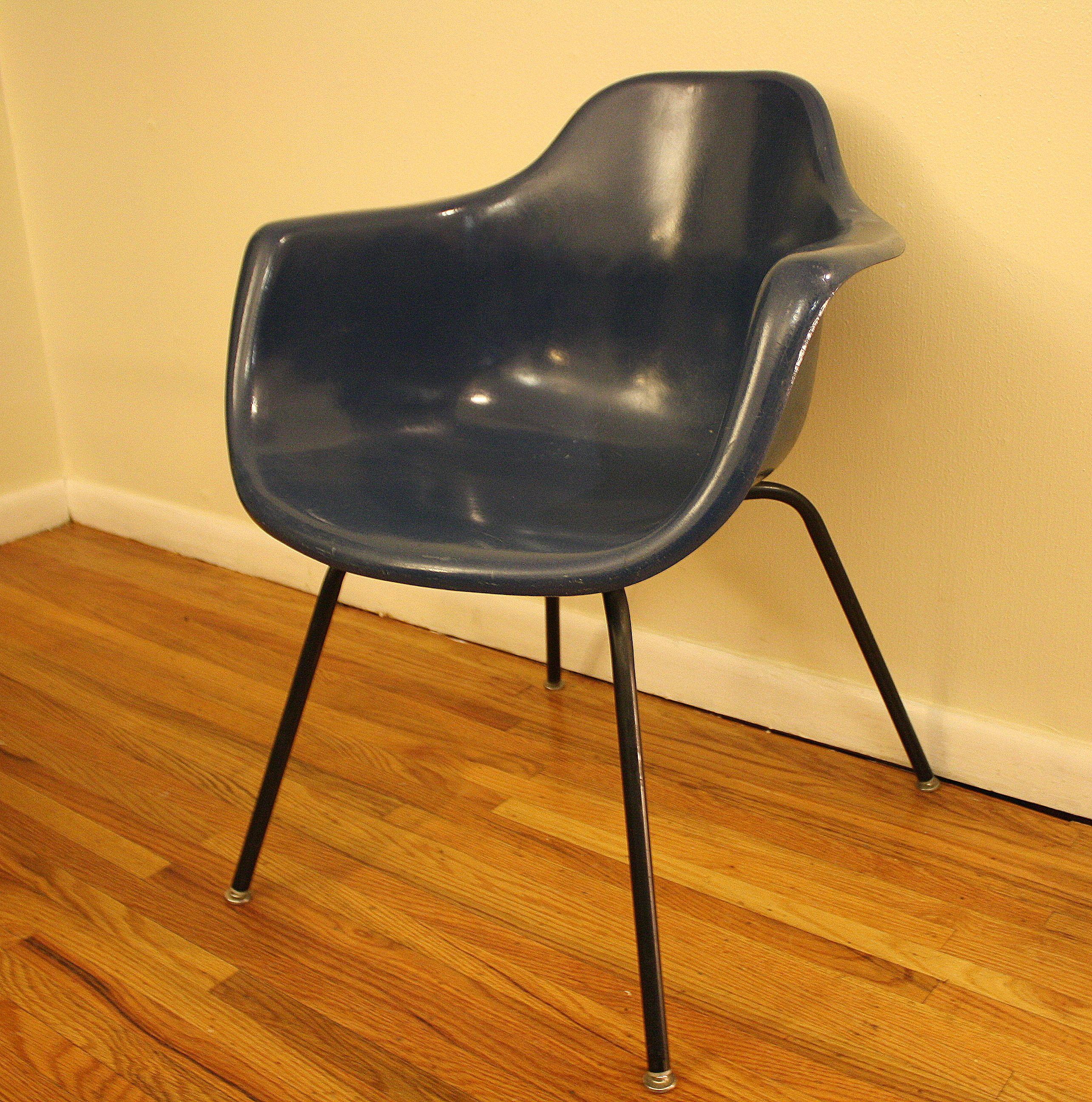 Beau Mid Century Modern Fiberglass Shell Chair By Krueger