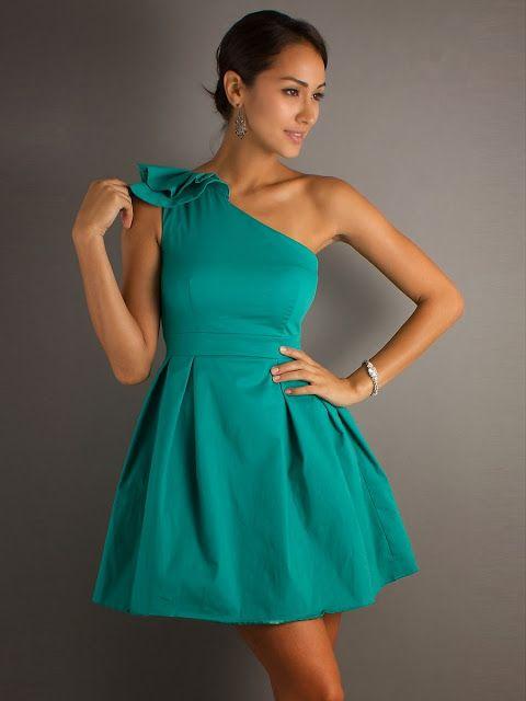 Modas de vestidos cortos elegantes