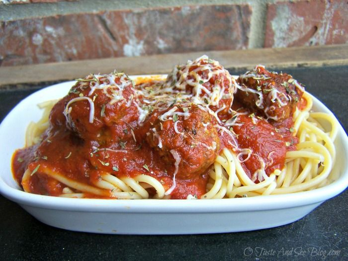 Making and Freezing Baked Meatballs | http://otasteandseeblog.com/making-and-freezing-baked-meatballs/