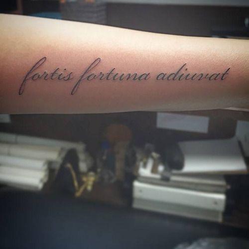 Fortis Fortuna Adiuvat Frase En Latín Que Se Next Tatto