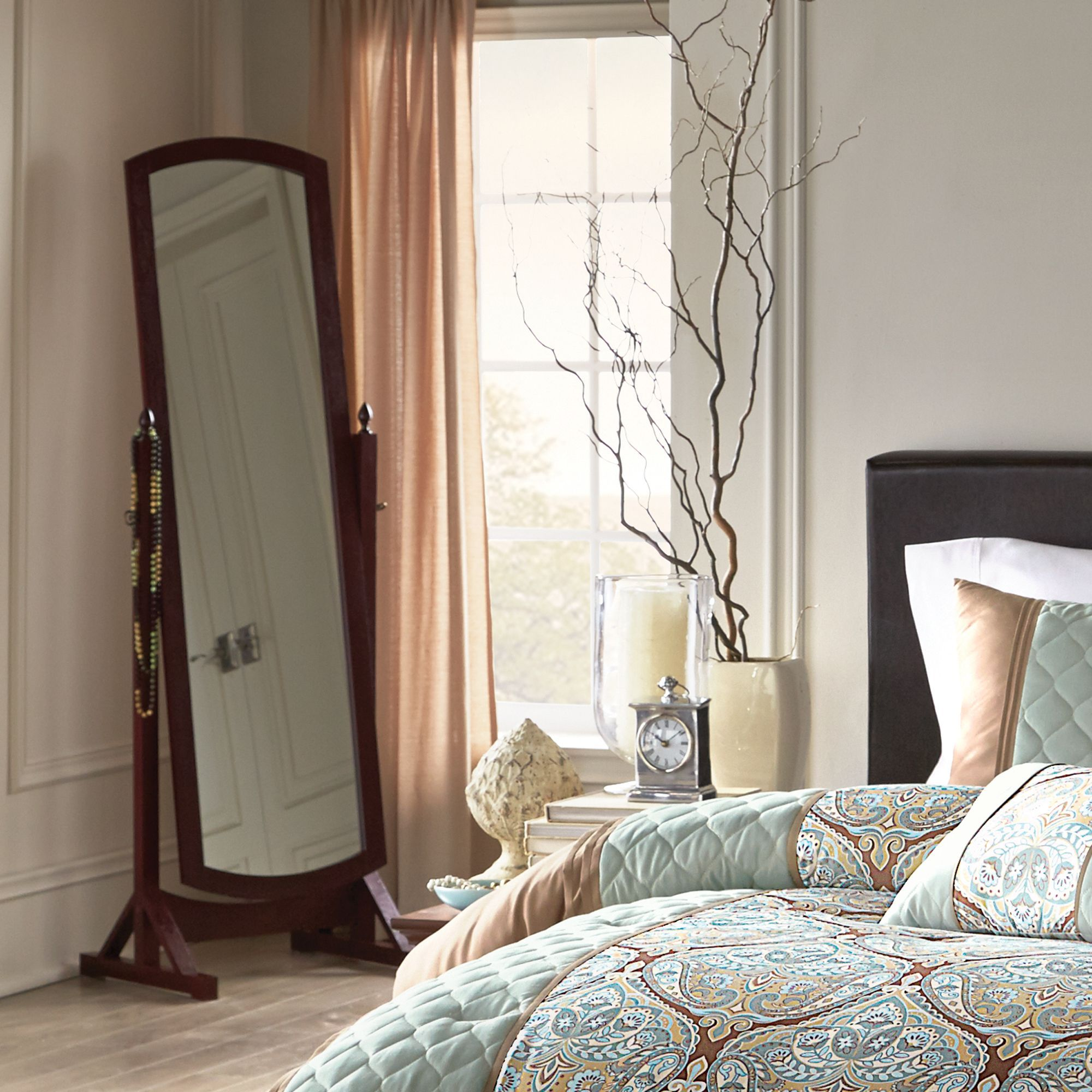 Virtual Dorm Room Design: A Full-length #mirror Is A Must-have For Your Dorm Room