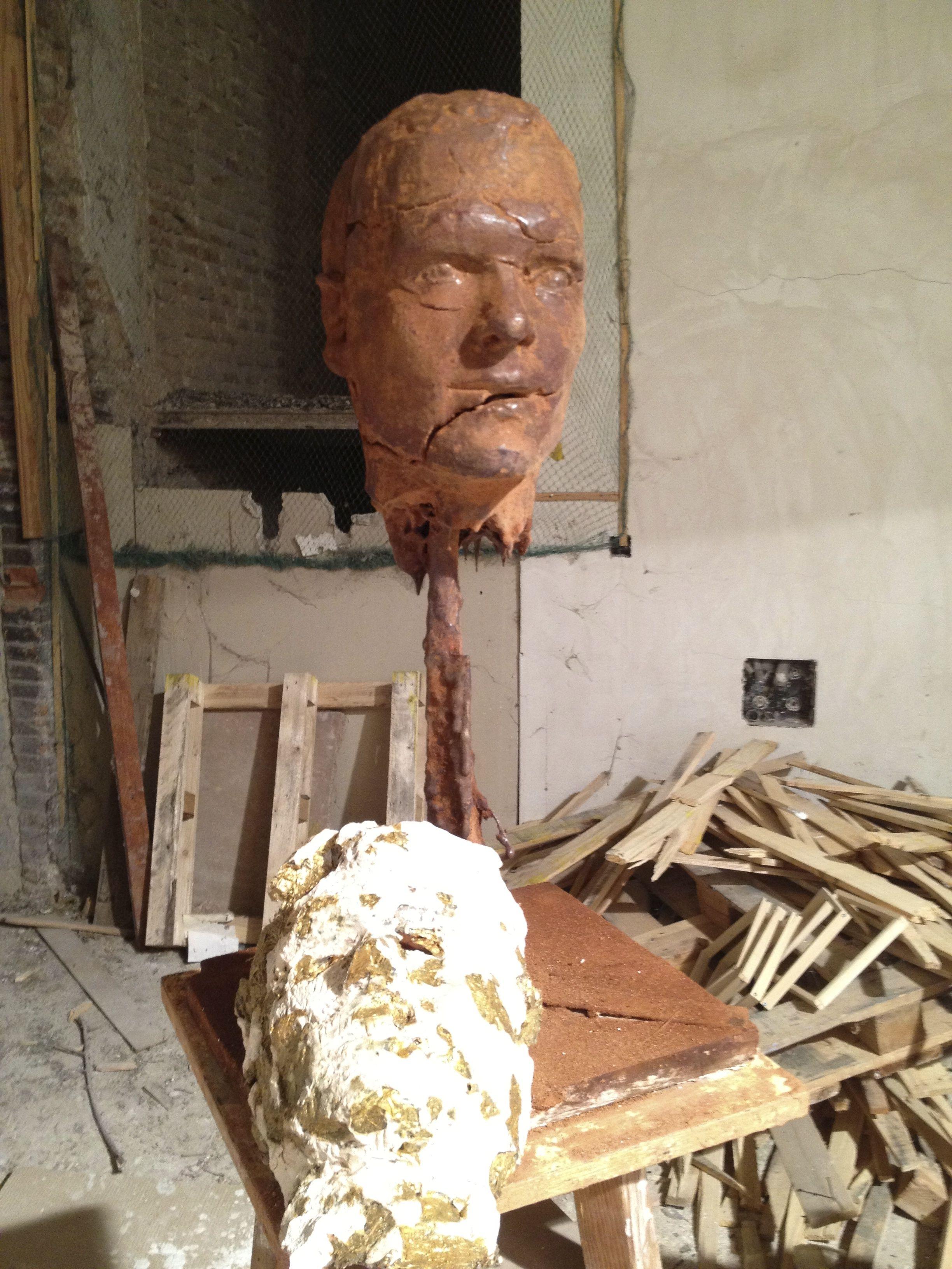Escultura efímera, barro patinado, instalación, 2012