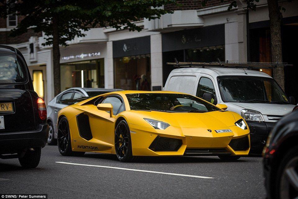 Arab Owned Sports Cars Lining The Streets Of London Cars Car Sportscar Sportscars Supercars Supercar Cool Super Cars Lamborghini Aventador Lamborghini