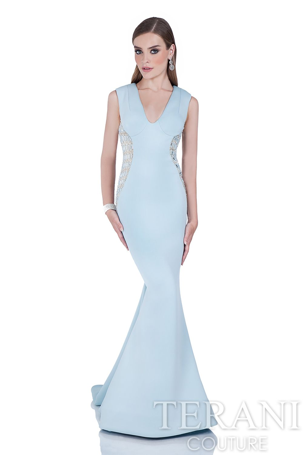 Beautiful sleeveless neoprene evening gown with plunging V ...