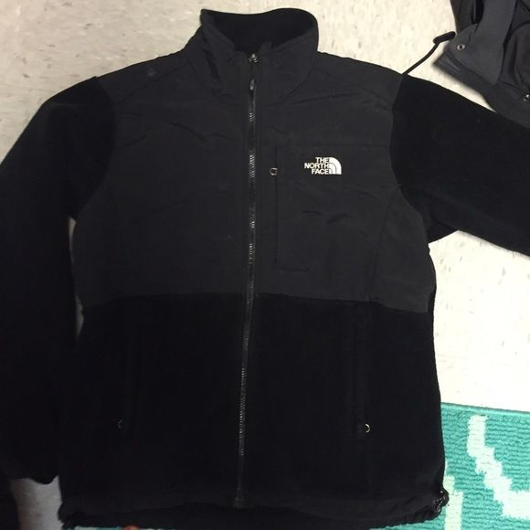 North face fleece jacket Is super warm, has been worn a few times. Is discounted because there are a few small tears in the pockets but they are still functioning. Please message for more pictures and if you have questions North Face Jackets & Coats