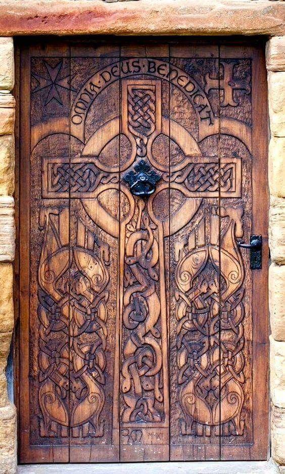 Balgonie Castle Milton Of Balgonie Fife Scotland Carved Celtic Cross Haus Kunst Alte Turen Coole Turen