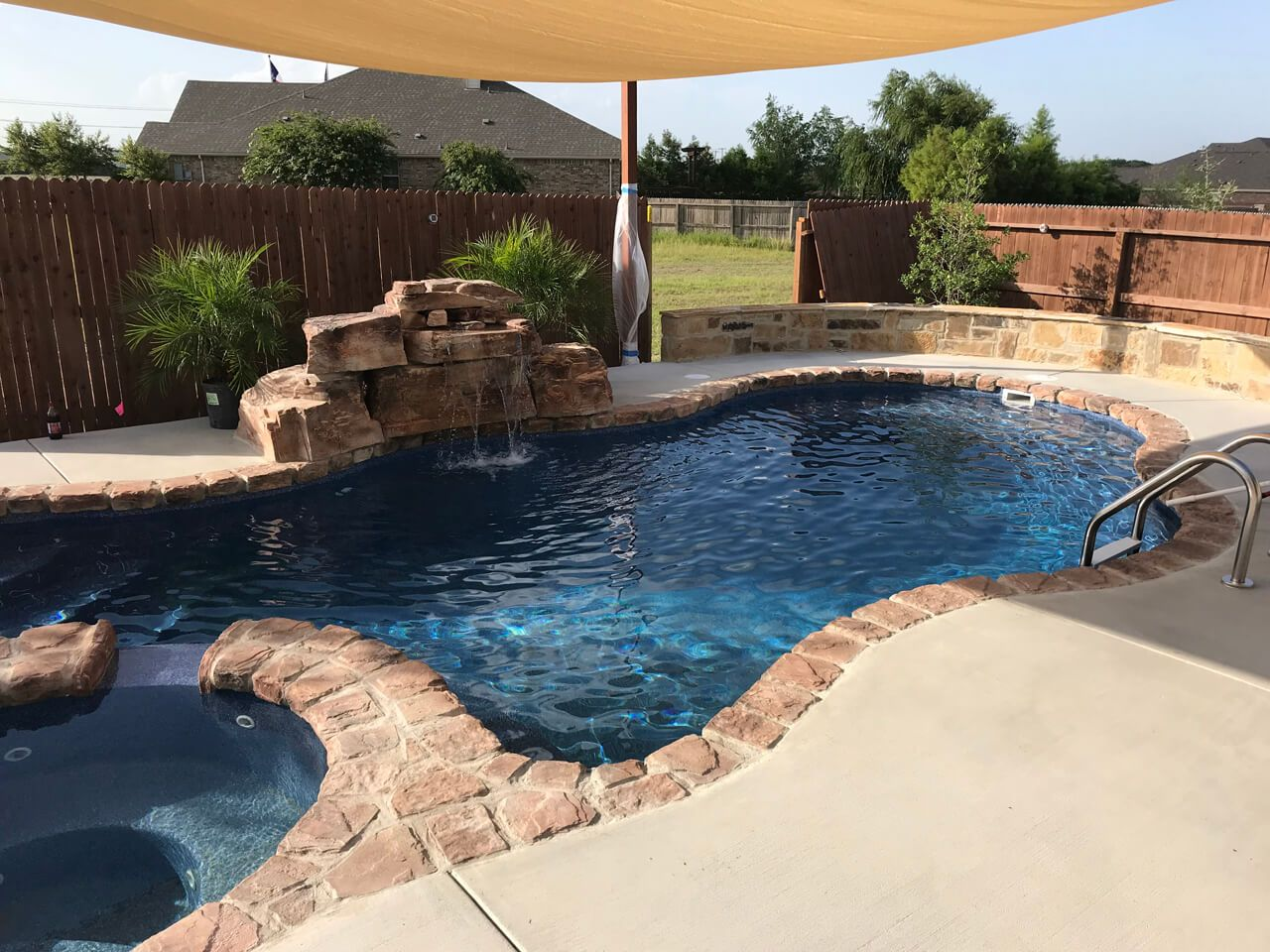 This Texas swimming pool features our artificial rock coping ...