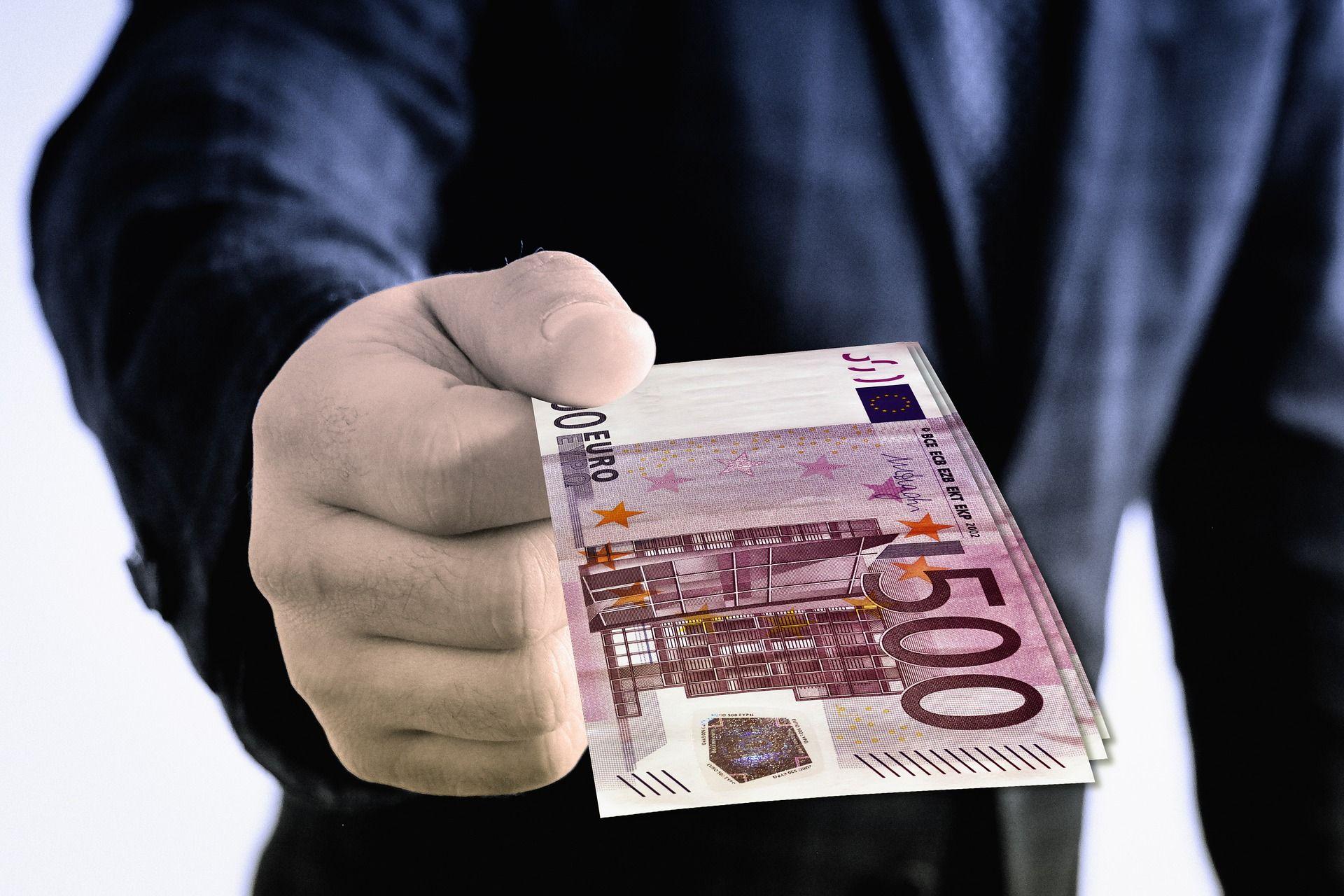 Może Wróciłeś Do Kraju I Potrzebujesz Wymienić Euro Czy Dolara Odwiedź Nasz Kantor Na Ulicy Długiej 48 23 W Krakowie Wymień Waluty Po Najlepszych