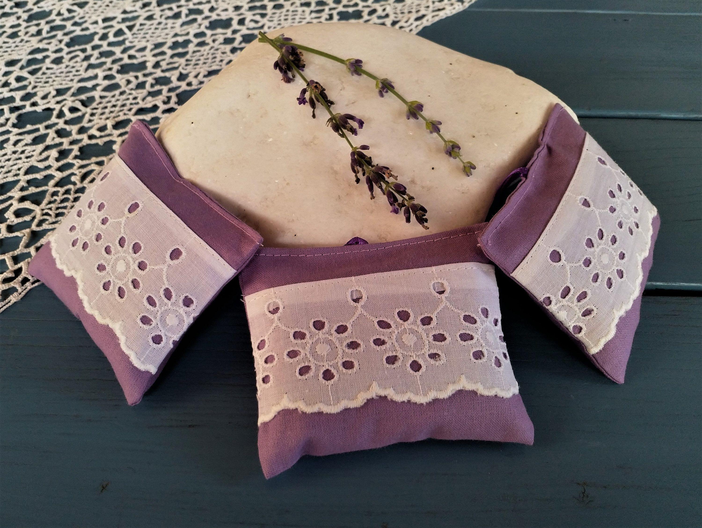Lavendelsackchen 3 Er Set Aus Bio Lavendel Lavendelkissen Lavendelpolster Gegen Motten In Den Kleiderschrank In Den Kuchenschrank Cuff Bracelets Cuff Fruit