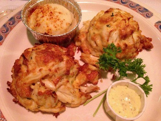 Papas Crab Cakes Parkville Maryland Food Food And Drink Crab Cakes