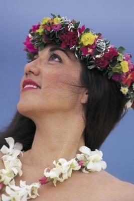8a579fb3bc How to Make Hawaiian Headpieces Flower Lei