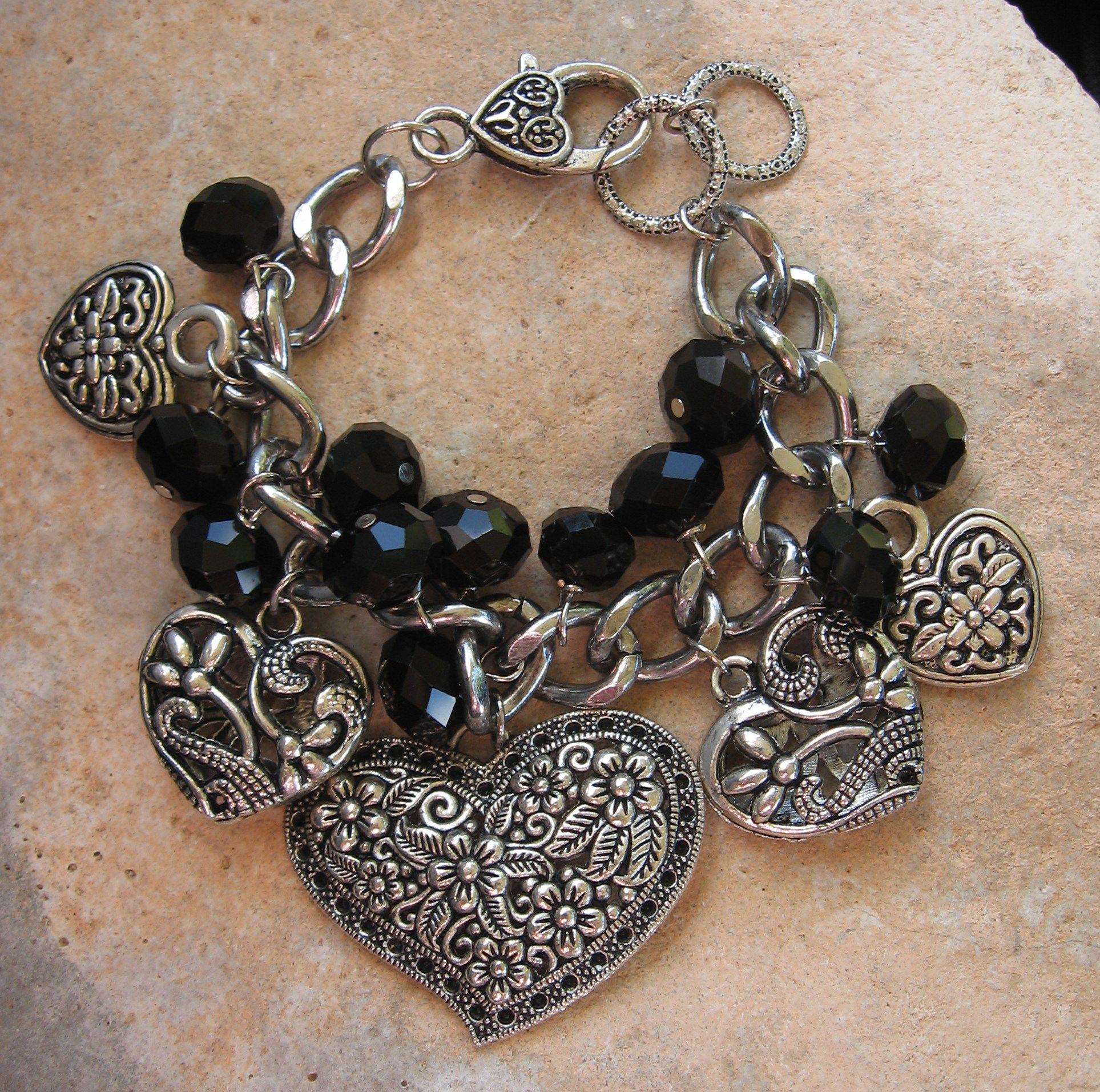 LOVE this chunky, fun heart beaded charm bracelet! www.nanettemc.etsy.com