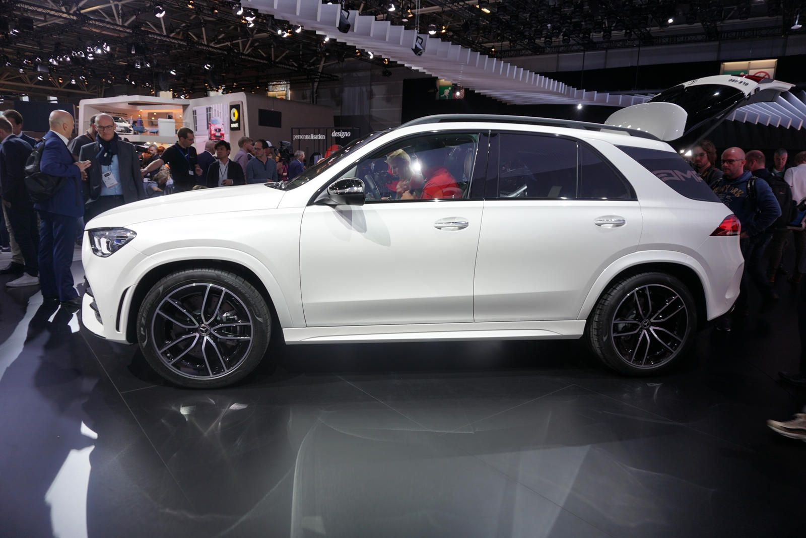 New Mercedes Suv >> All New 2020 Mercedes Benz Gle Suv Bows In Paris Mercedes